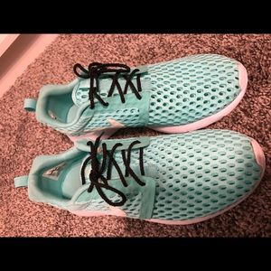 Nike sneakers youth